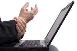 Laptop DSE user with wrist pain